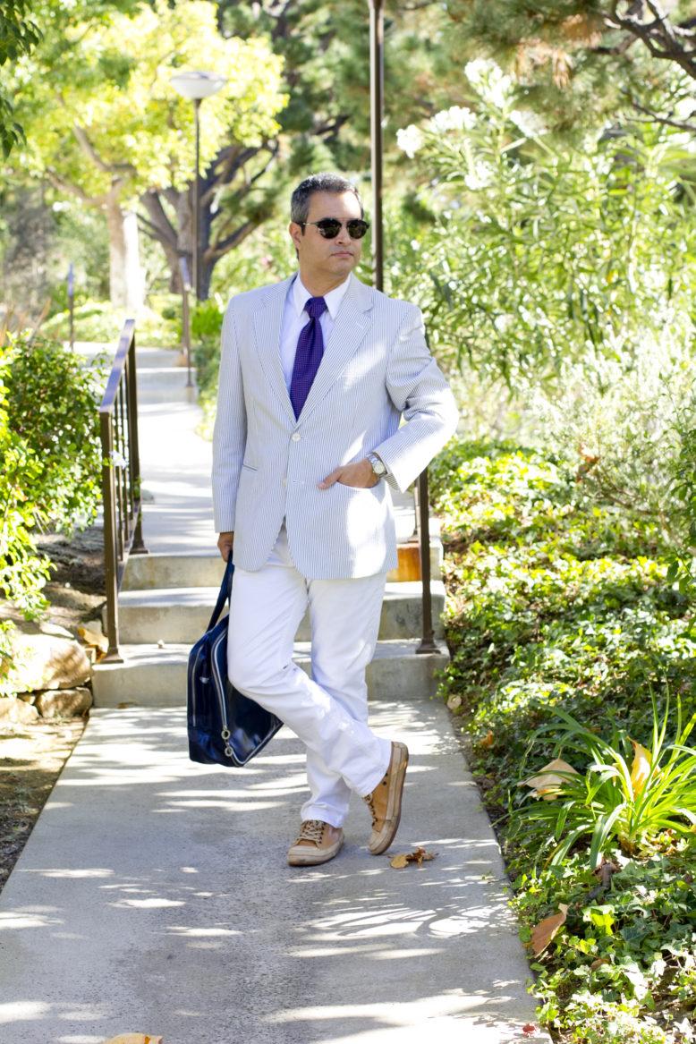 blue-striped-blazer-male-blogger